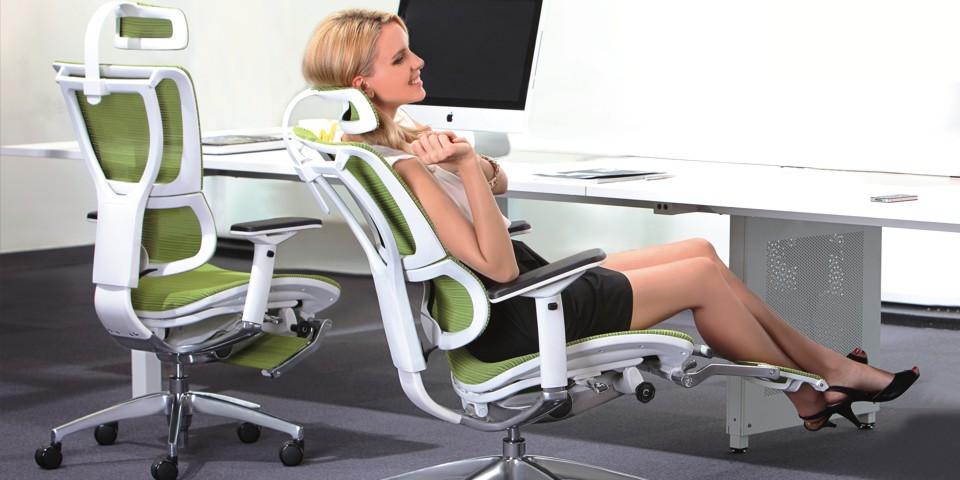 Компьютерное кресло с поддержкой поясницы